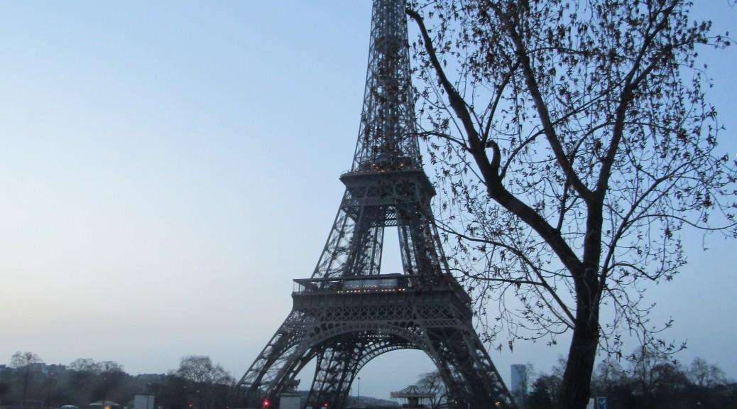 Tour Eiffel au petit matin début avril
