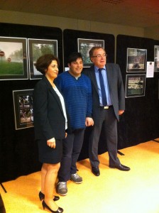 vernissage Autiste-Artiste mairie d'Oswald Karim TATAI avec Jean-Marie Beutel maire Oswald et Azam Taheri adjointe cohésion sociale