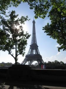 tour Eiffel par la fenêtre de la voiture karim TATAI mai 2016
