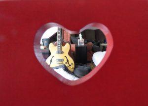 cœur dans le dossier d'une chaise Karim TATAI Strasbourg
