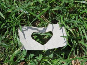 cœur découpé dans l'herbe, Karim TATAI Le gardien des coeurs